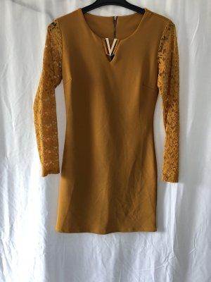 elegantes minikleid mit spitzenärmel in trendy senf