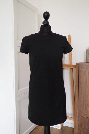 Elegantes schlichtes schwarzes Kleid