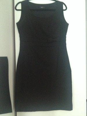 Elegantes, schwarzes Kleid mit Schleife