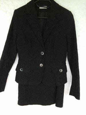 elegantes schwarzes Kostüm von Comma