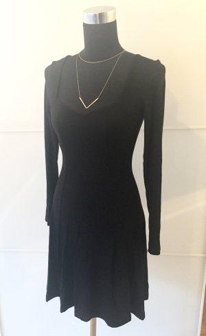 Elegantes schwarzes Skaterkleid mit Herzausschnitt