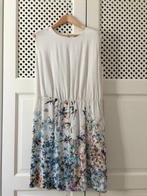 Elegantes Sommerkleid aus fliessendem Stoff Hochzeit Konfirmation