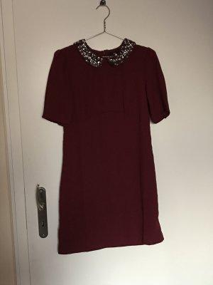 Elegantes weinrotes H&M Kleid mit Bubikragen