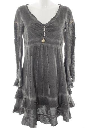 Elisa Cavaletti Vestido tipo túnica gris look Boho