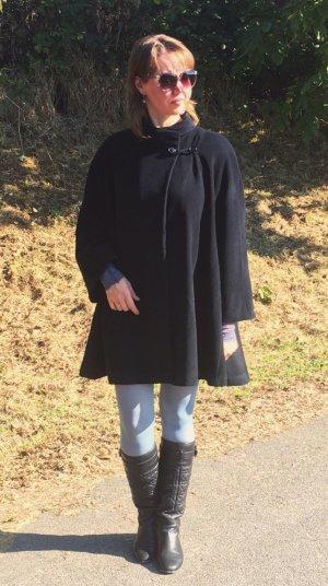 Emporio Armani - Elegantes schwarzes Cape