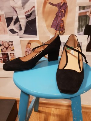 Emporio Armani Kitten heels / fashion style