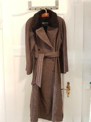 En Vogue: Manteltrend 80er Silhouette: langer Tweedmantel mit Echtpelzkragen für Kenner, Gr. 40/42