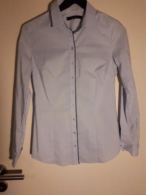 eng anliegendes Hemd