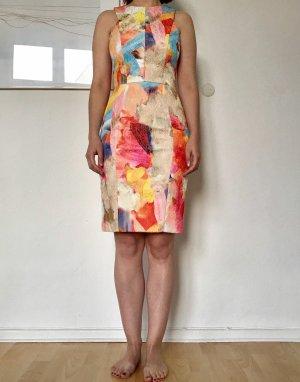 Eng anliegendes Kleid aus Jaquardstoff
