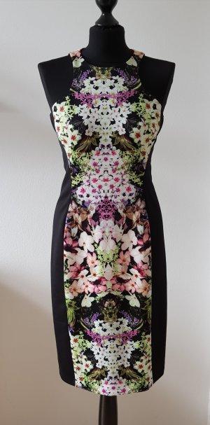 Eng anliegendes Kleid mit Blumenmuster
