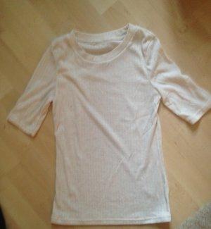 Eng anliegendes Shirt mit angedeutetem Rollkragen