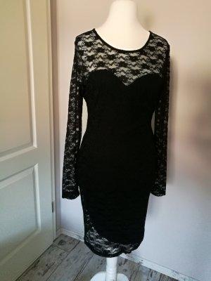 Enganliegendes Kleid aus Spitze