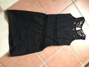 Enganliegendes, kurzes Kleid