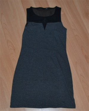 Enganliegendes schwarz-graues Kleid
