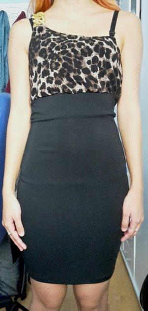 enganliegendes schwarzes kleid mit leo print