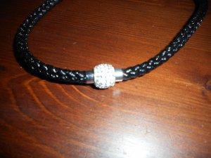 enge Halskette mit Drehverschluss