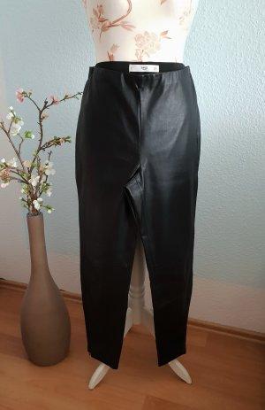 enge Hose aus Lederimitat, Röhrenhose von Mango