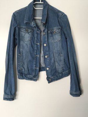 Enge kurze Jeansjacke von Pimkie