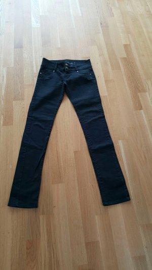 Enge schwarze Jeans von Tally Weijl -kaum getragen-