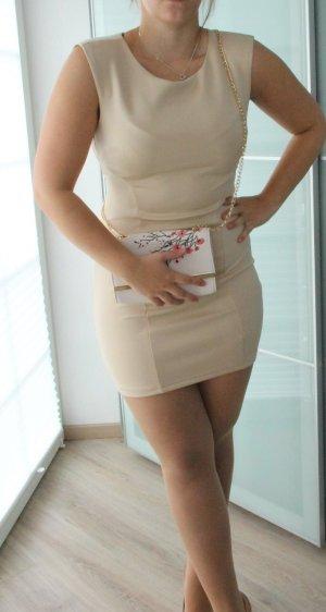Enges Kleid in beige