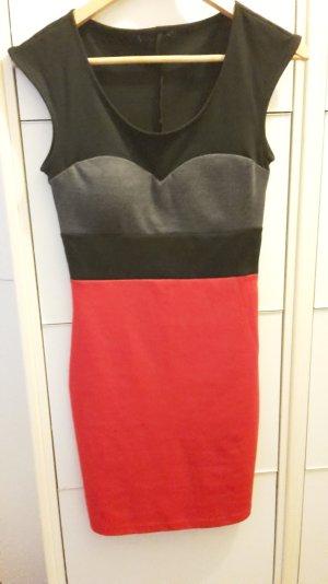 enges Kleid mit Bustier