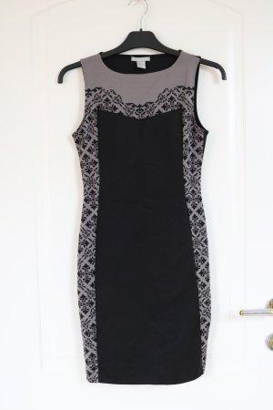 enges Kleid mit Figur schmeichelnden Muster