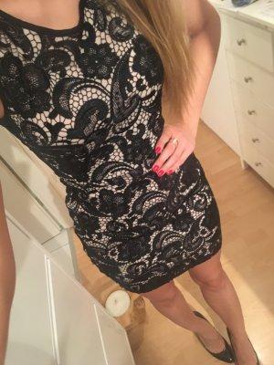 Enges Kleid mit Häkelspitze H&M S