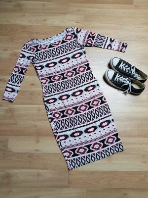 Enges Kleid mit Muster