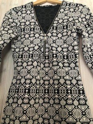 Hailys Vestido elástico negro-blanco
