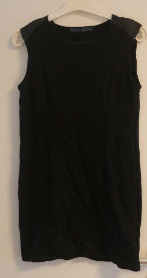 Enges Kleid von Zara Basic