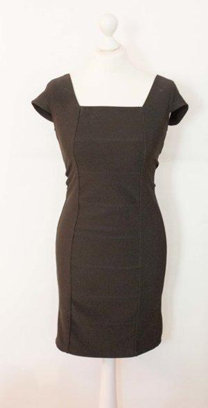 Enges schwarzes Kleid mit Shirt-Ärmeln NEU