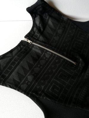 Enges schwarzes Kleid mit silbernem geometrischen Aufruck