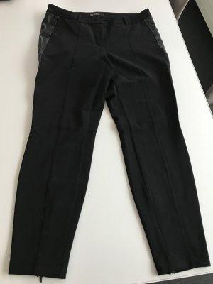 Engeschnittene schwarze Cambiohose Gr 40 mit Kunstledereinsatz an den Seiten