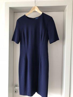 Enggeschnittenes Strenesse Kleid. Größe 40