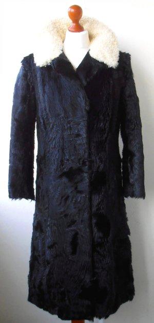 Erbstück: Schwarzer Vintage Fellmantel mit crèmefarbenem Kragen, Boho