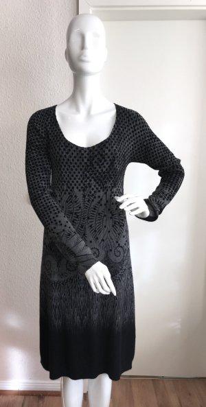 Vestido de lana negro-gris tejido mezclado