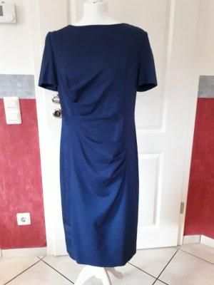 Escada Kleid - sehr schön und Figurumschmeichelnd
