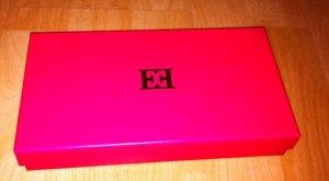Escada! Orginalverpacktes, neues geräumiges Portemonaie mit Orginal Escada Box