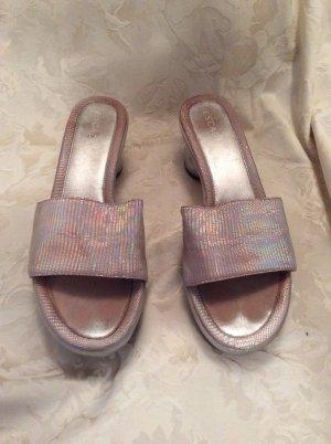 ESCADA Pantoletten, Leder und Holz, Farbe ist rosa-schimmernd, runder Absatz, in Größe 38,5