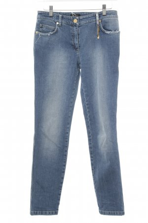 Escada Slim Jeans stahlblau Street-Fashion-Look