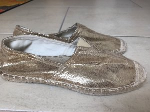 Moccasins gold-colored