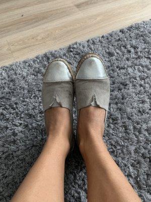 Alpargatas gris claro-color plata