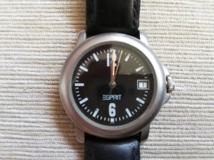 Esprit Armbanduhr schwarzes Ziffernblatt mit schwarzem Lederband