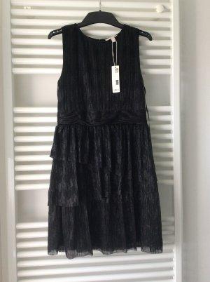 Esprit Glitzerndes Crinkle-Kleid mit Stufenrock