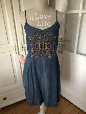 Esprit Jeanskleid mit Stickereien 70€