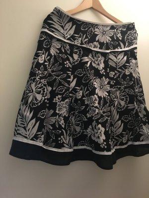 Esprit Rock, Größe 38, schwarz-weiß gemustert