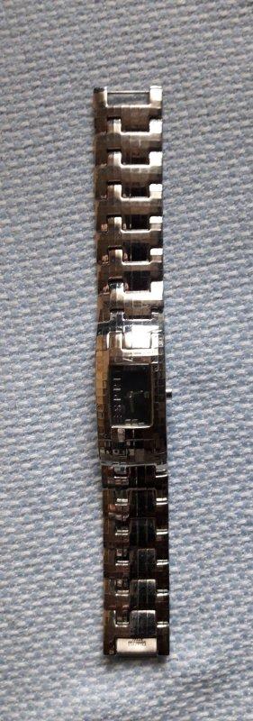 Esprit : Uhr mit Metallband und Ersatzglied 2cm breit 17 cm lang .... Angebot 12,00
