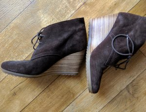 Esprit Wedge Booties taupe suede