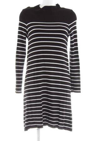 Essentials Jersey largo negro-blanco estampado a rayas look casual