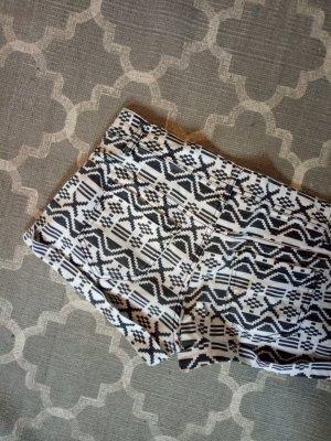 Ethno Shorts Festival Hippie schwarz weiß Hot Pants Zara M 38